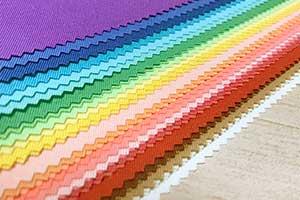 その方の個性に合わせ、違いがわかりやすいように布を当てていきます
